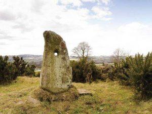 سنگ تقویم- بیشتر باستان شناسان بر این باور هستند که این سنگ ها فرا رسیدن فصل بهار را به کشاورزان خبر میداده است